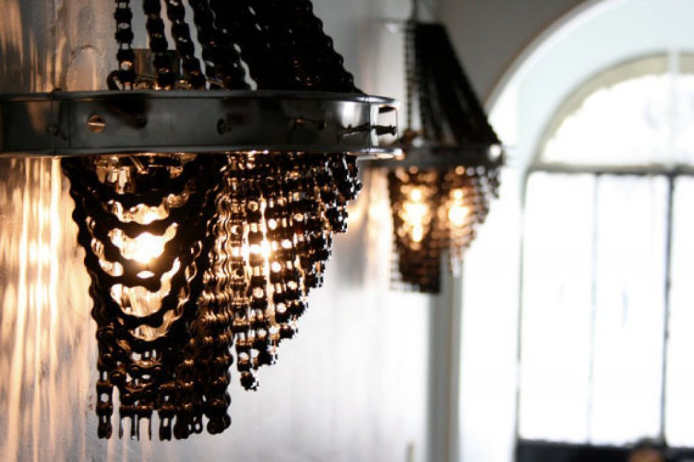 o-CHANDELIERS-MADE-FROM-BICYCLE-PARTS-facebook