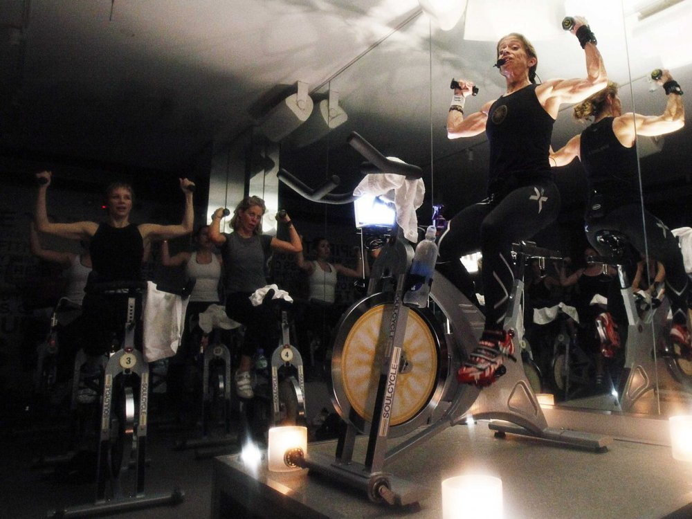 spinning-indoor-cycling-class-2
