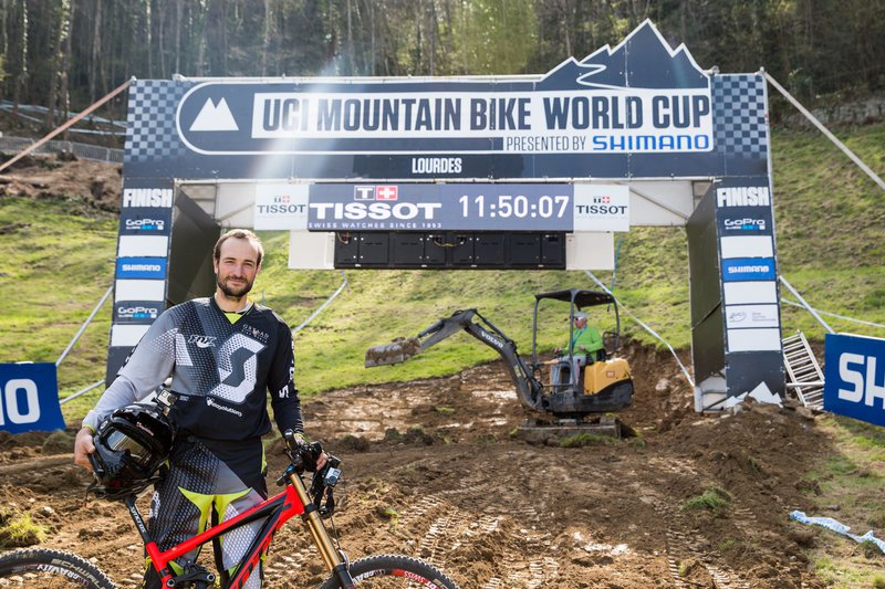 lourdes-dh-world-cup-claudio-caluori-finish-line
