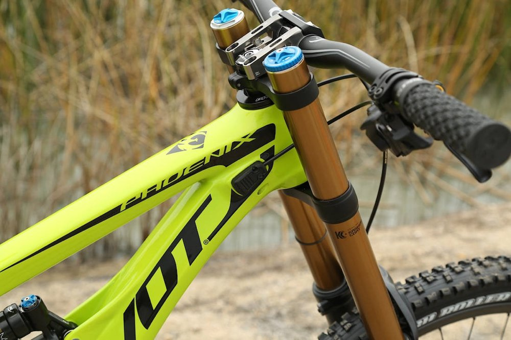 pivot-cycles-phoenix-dh-carbon-2015-2