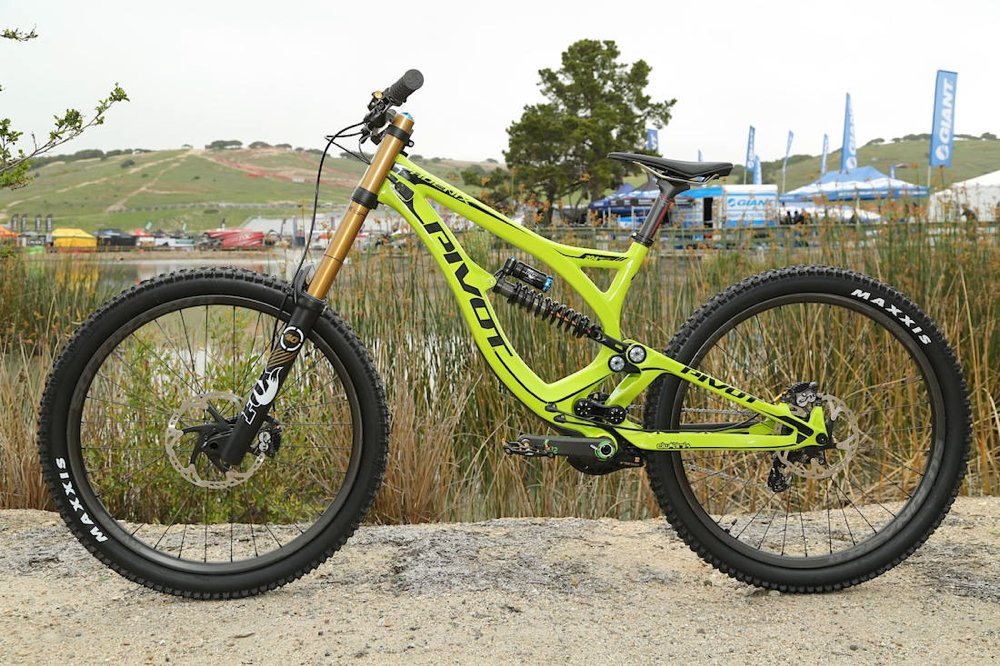 pivot-cycles-phoenix-dh-carbon-2015-9