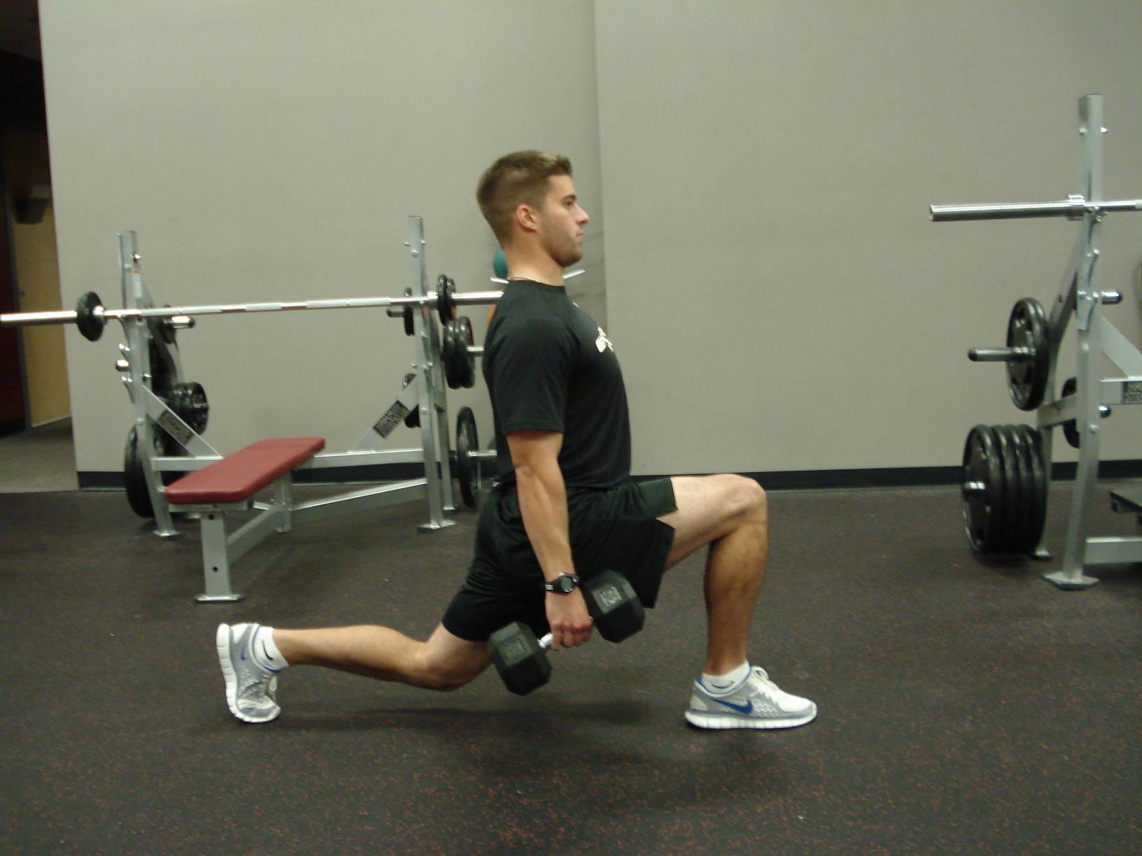 Sports-training-reverse-lunge