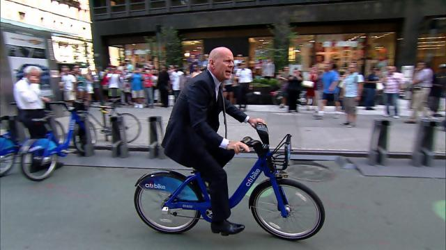 david_letterman_bruce_willis_citi_bike_entrance_season_20_episode_3878