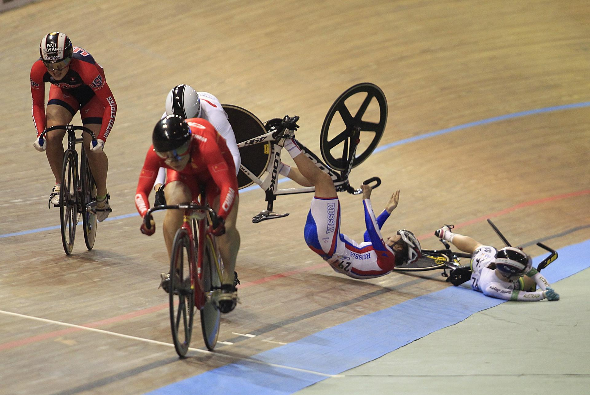trackcyclingfall (1)