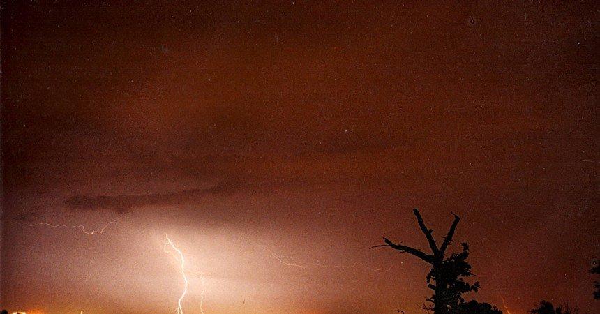 Ποια είναι η σωστή αντίδραση σε περίπτωση καταιγίδας με κεραυνούς.