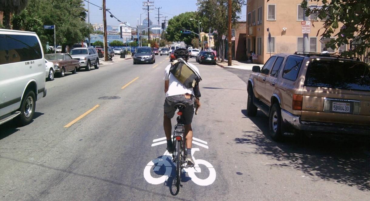 commute safety road bike (1)
