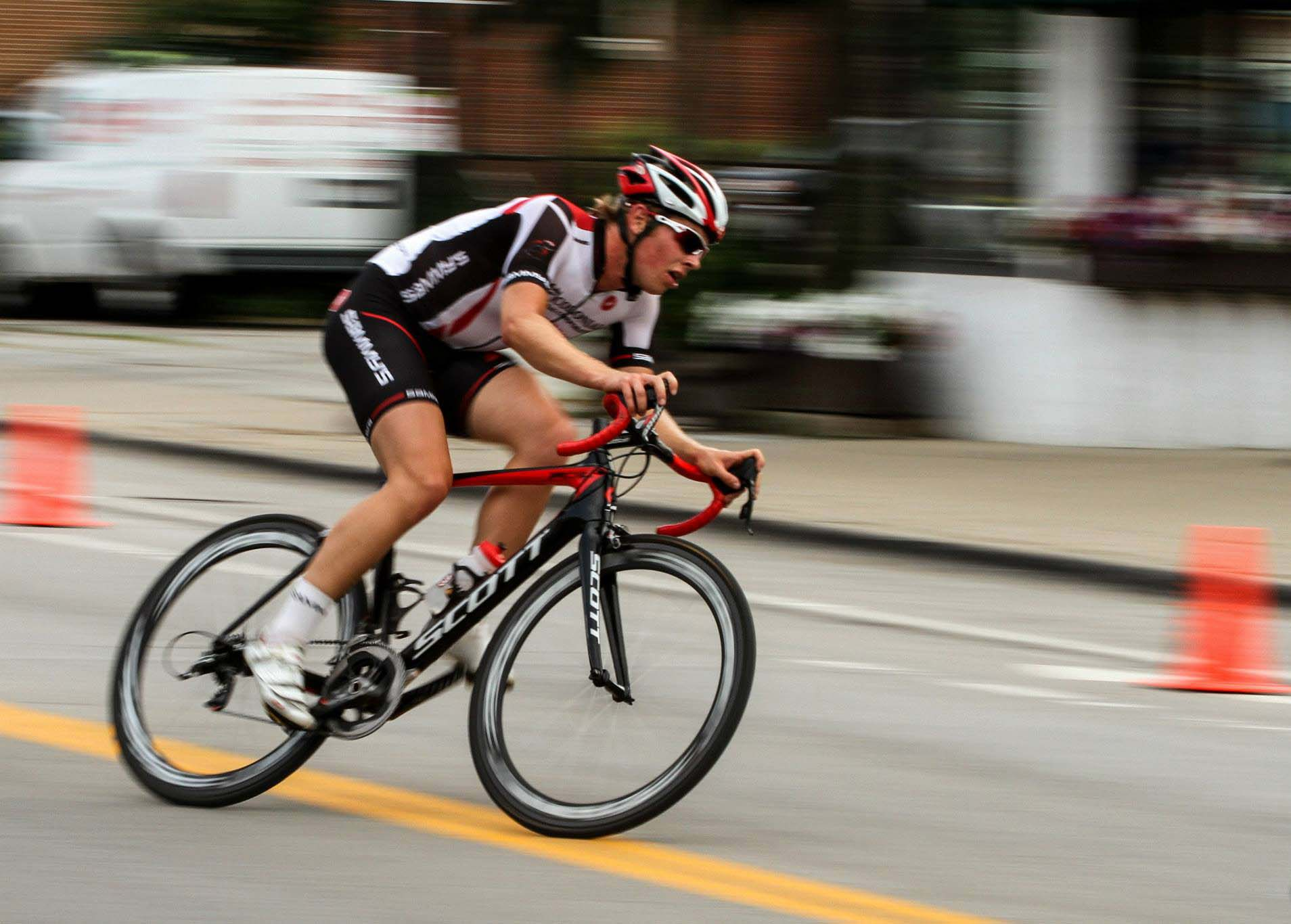 road bike cornering (2)