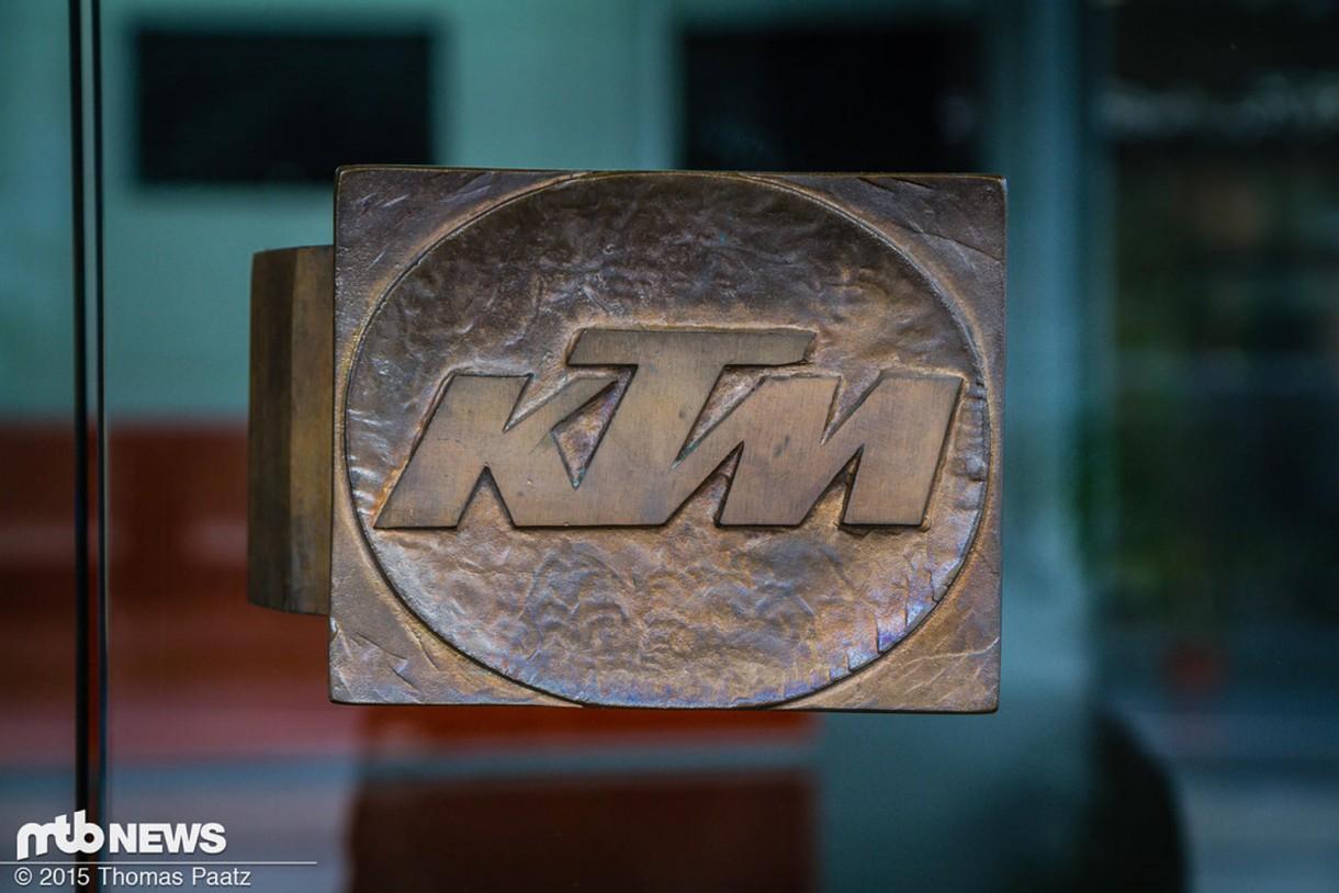 Το χερούλι της εισόδου το οποίο είναι από το παλιό εργοστάσιο και είναι σαν κειμήλιο για την εταιρία.