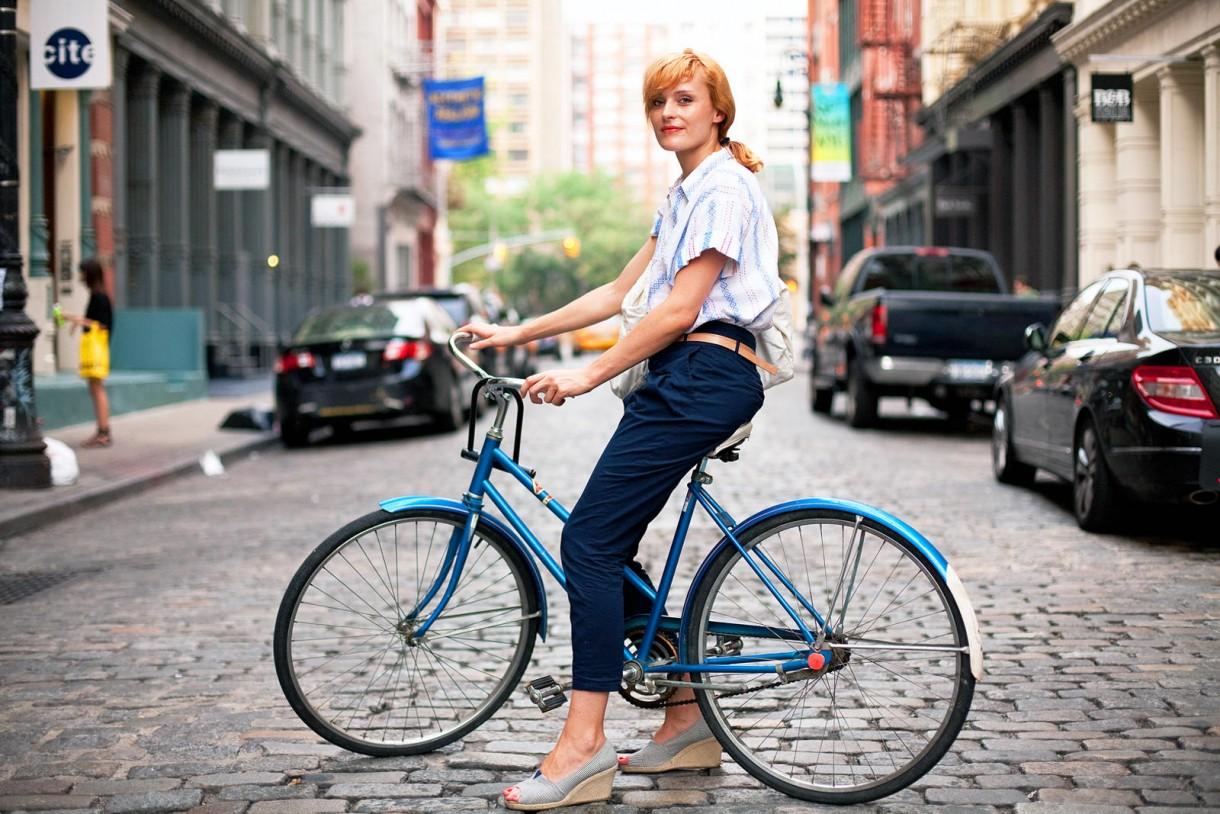 city bike girl commute