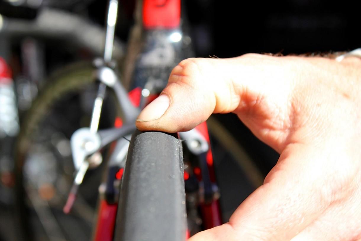 road bike tire pressure check