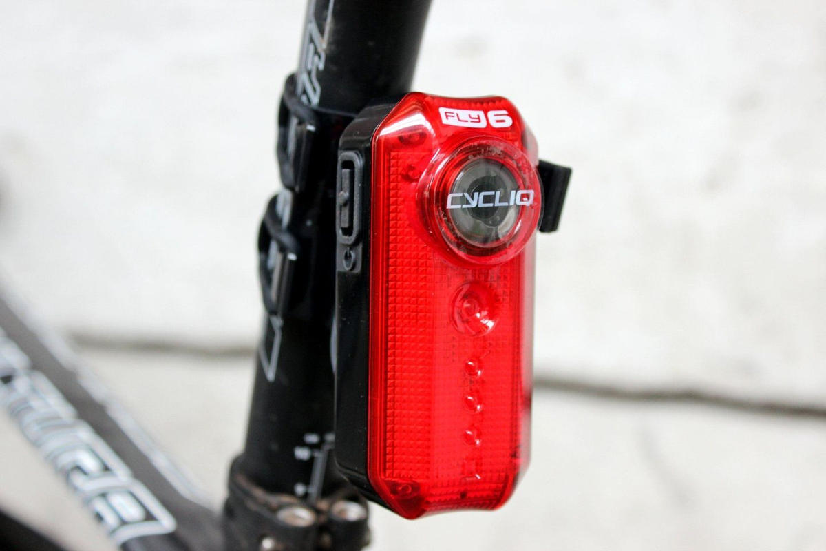 cycliq fly6 integrated rear light and camera (2)