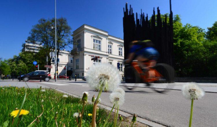 moving cyclist sun road bike