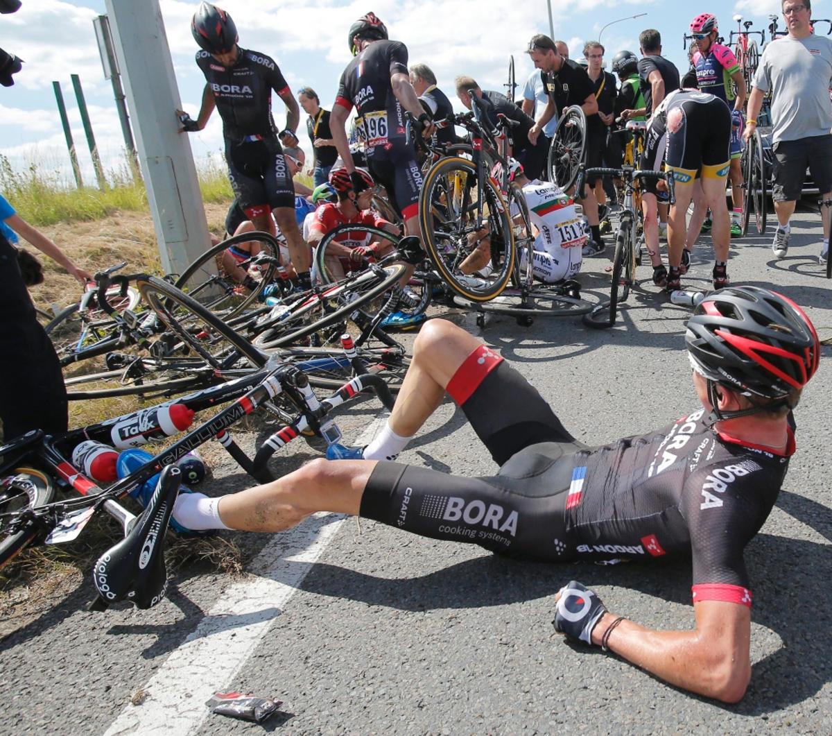 tour de france crash (7)