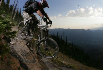 downhill-attack-position-step-technical-terrain