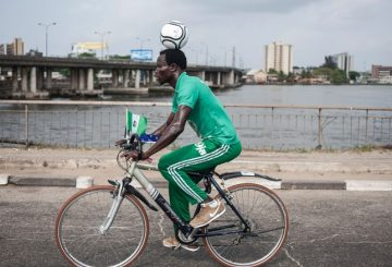 nigerian-football-on-head-100-km-cycle-1