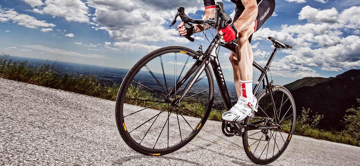 road-bike-uphill-sprint