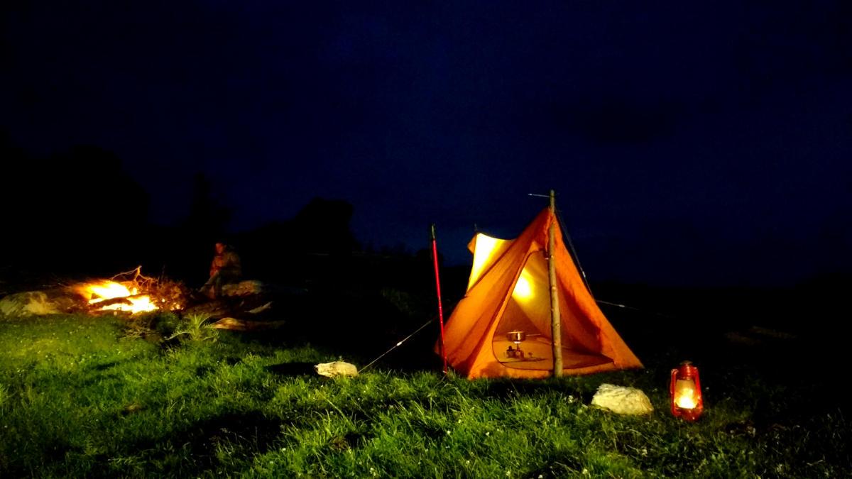 tent-sleeping-wild-mtb