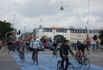 copenhagen-bicycle-life-360-commute-busy-bike-lane