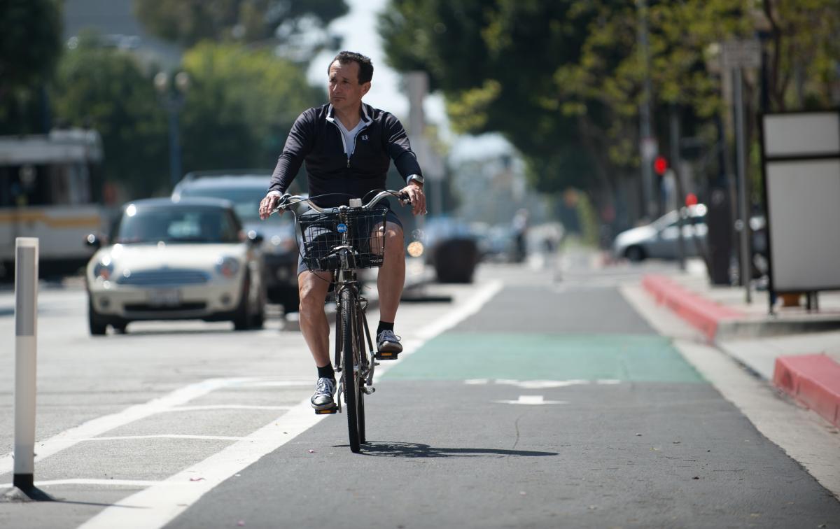 commute on bicycle no helmet