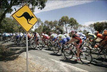 tour-down-under-2016-kangaroo-sign-road-bike-peloton