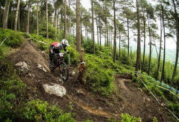 enduro mtb hairpin turn attack position