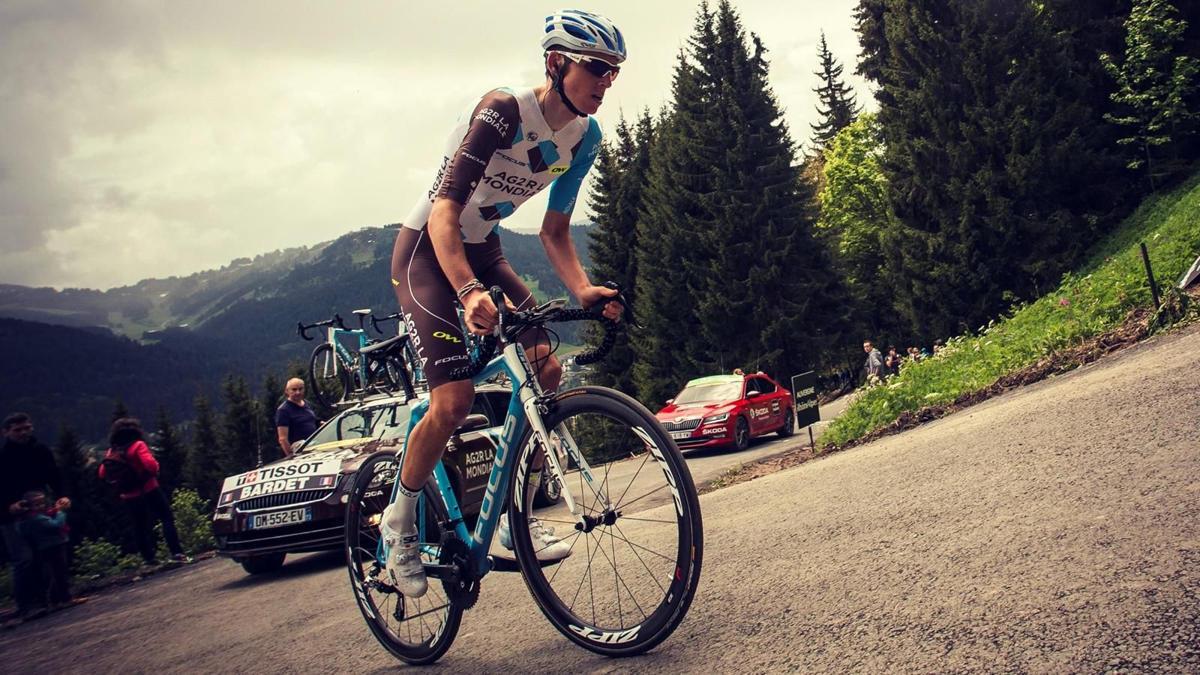 Critérium du Dauphiné road bike climb standing (1)