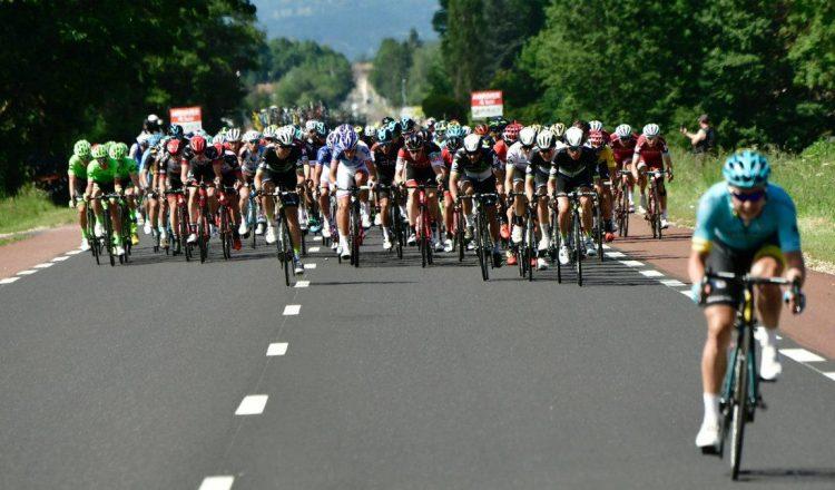Critérium du Dauphiné road bike peloton