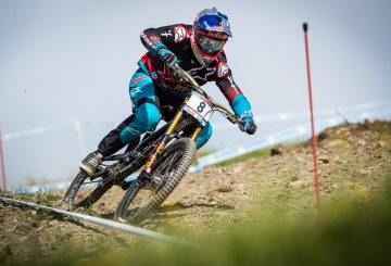 aaron gwin turn downhill attack positio leogang