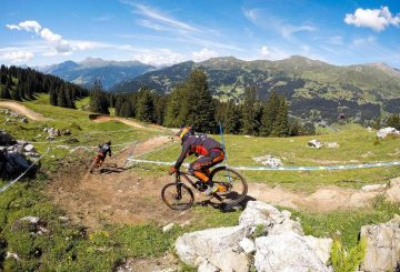 claudio-caluori-lenzerheide downhill rock drop