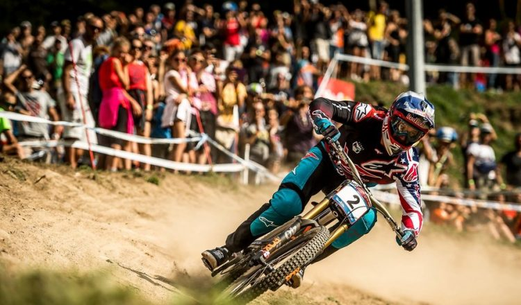 aaron-gwin-racing-val-di-sole-dh-world-cup-finals-2017