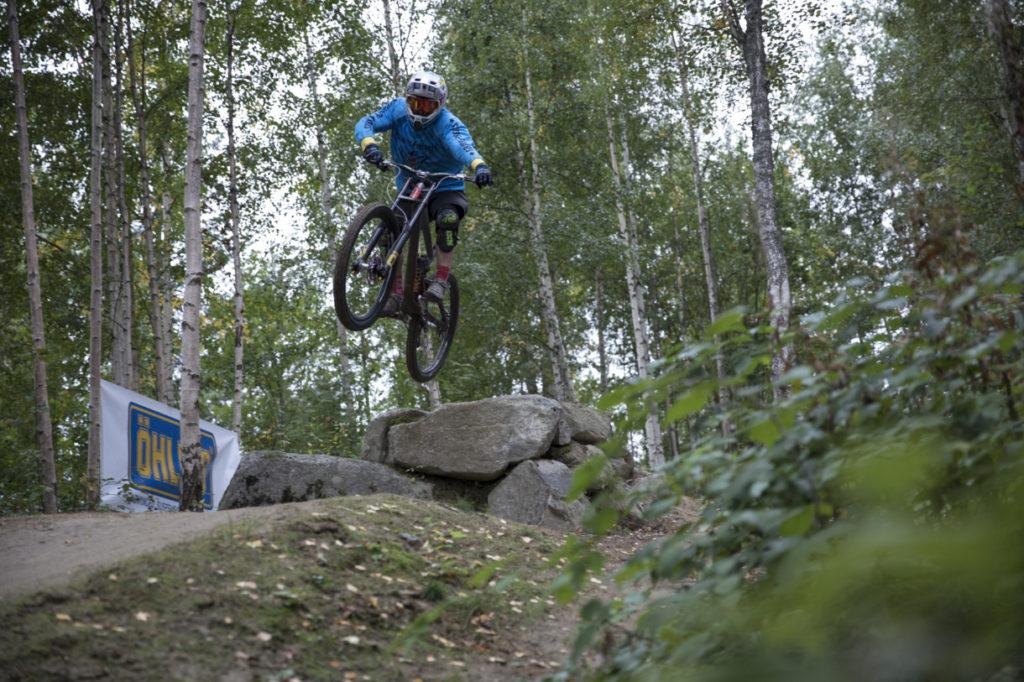 Τεστάροντας το δίπλακο πιρούνι της Ohlins στο Jarvso Bike Park στην Σουηδία